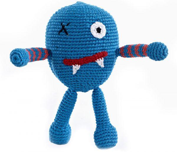 Pebble Rassel Monster blau gehäkelt